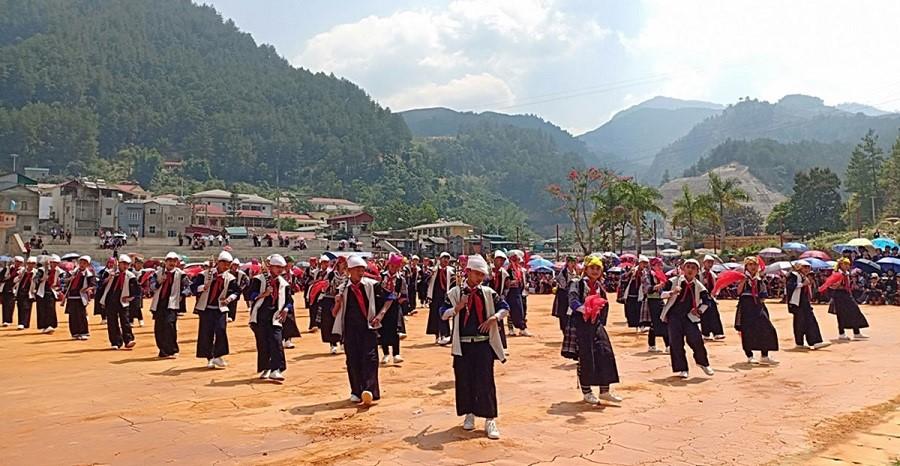 lễ hội ruộng bậc thang Mù Cang Chải tưng bừng hoạt động múa khèn