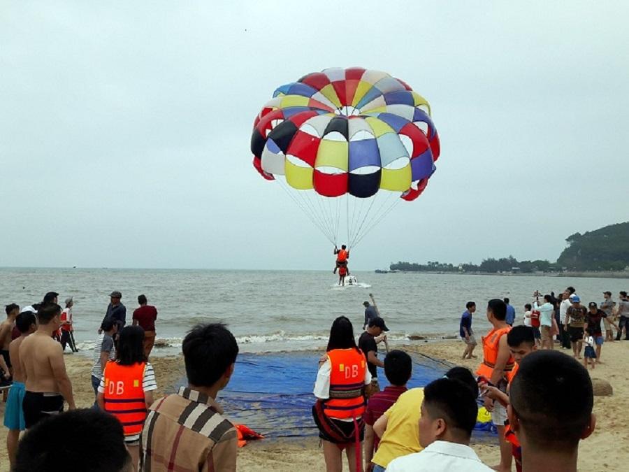 Hoạt động nhảy dù tại Đồ Sơn
