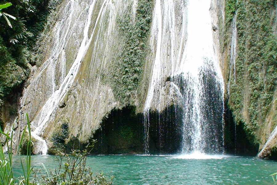 Làn nước trong xanh của thác Khuổi Nhi