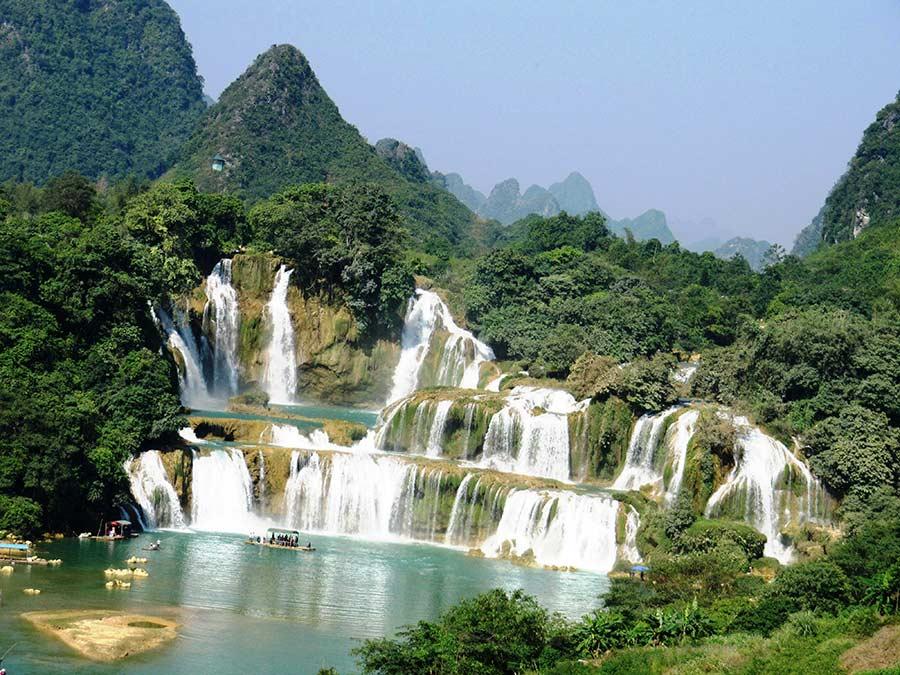 Thác Mơ là địa điểm du lịch được nhiều du khách lựa chọn