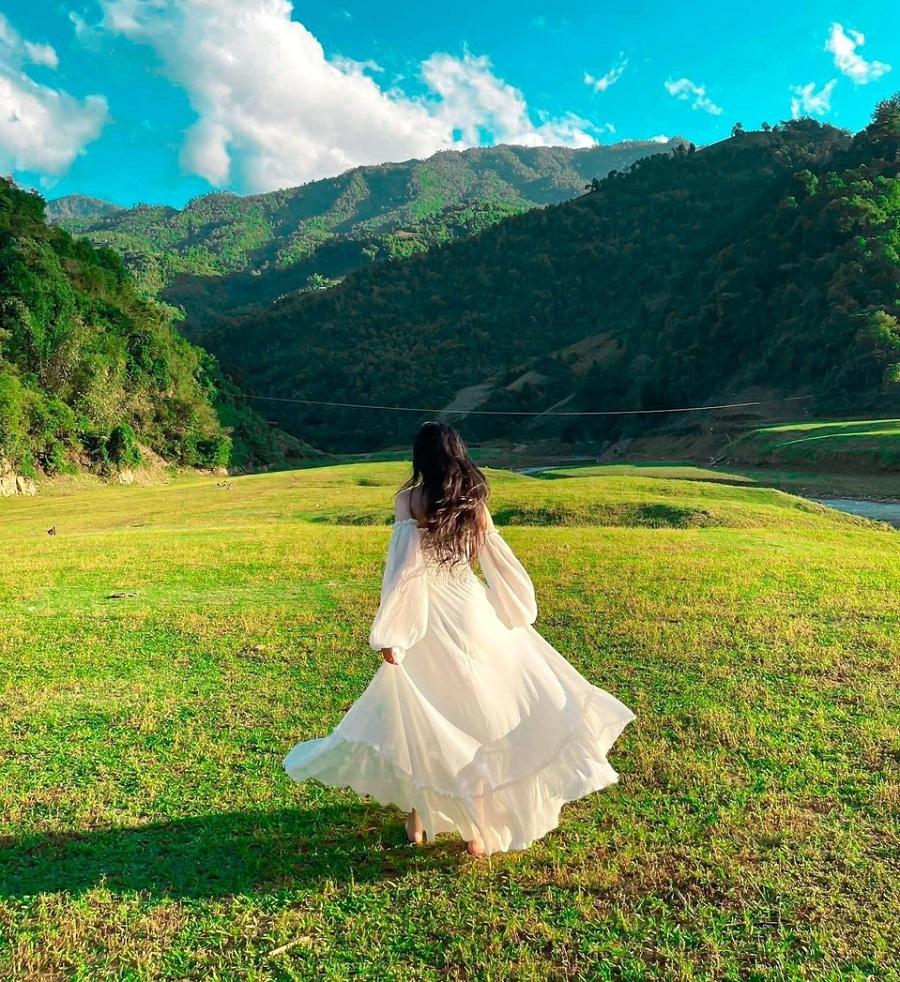 Thảo nguyên cỏ xanh mát đang là điểm check in nổi tiếng ở Mù Cang Chải vào mùa mưa