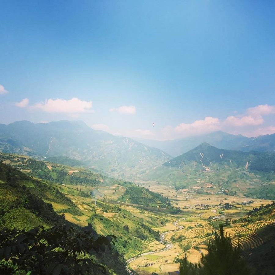 Lìm Mông nhìn từ đèo Khau Phạ
