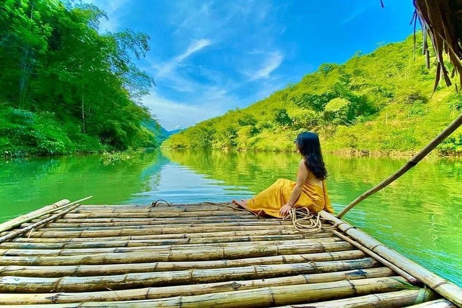 Chèo bè tre trên sông Chàm
