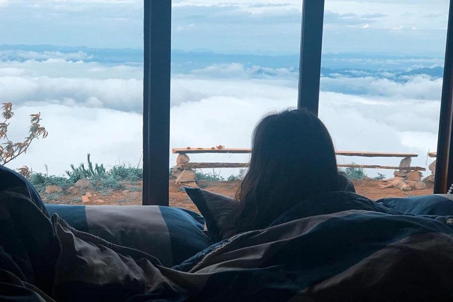 Du khách thỏa sức ngắm mây từ phòng ngủ