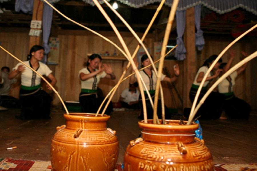 Rượu cần - nét văn hóa trong đời sống tinh thần của người Thái
