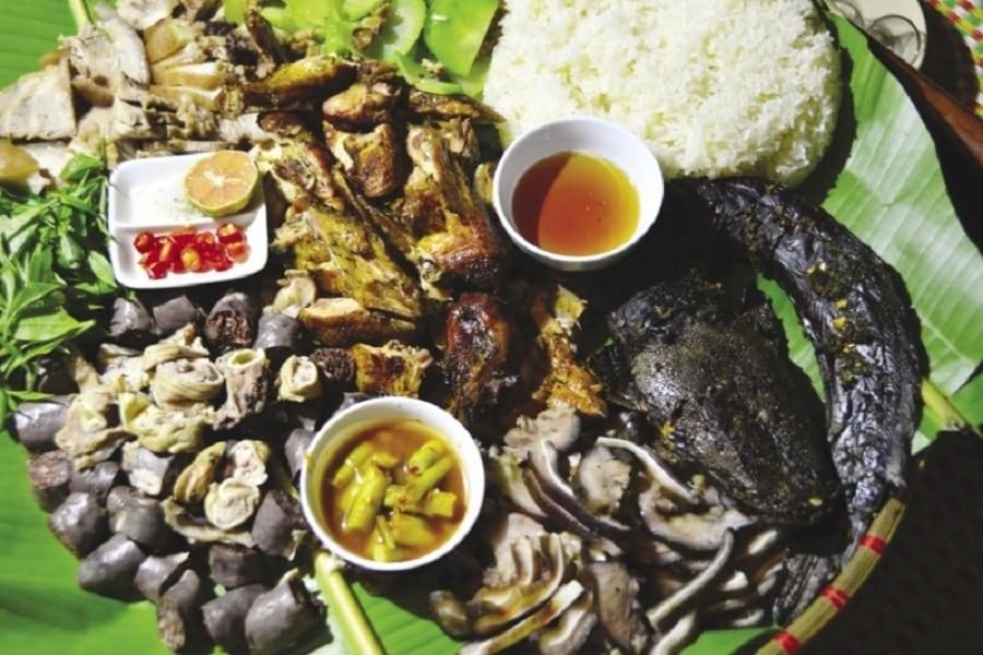 Những món ăn ngon mang đặc trưng núi rừng Tây Bắc tại homestay sẽ khiến bạn thích thú
