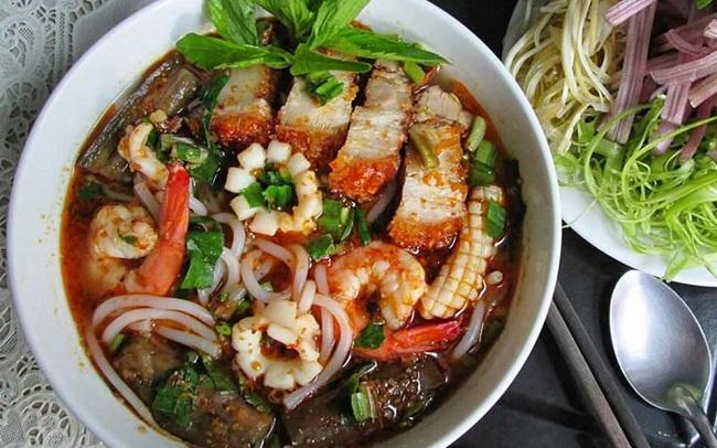 Bún mắm là đặc sản của miền Tây nhưng món ăn này cũng khá phổ biến ở trung tâm Sài Gòn