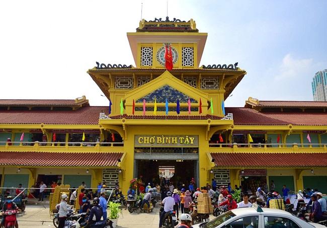 Chợ Bình Tây là chợ đầu mối lâu đời nhất tại TP. Hồ Chí Minh, thu hút đông đảo du khách tham quan
