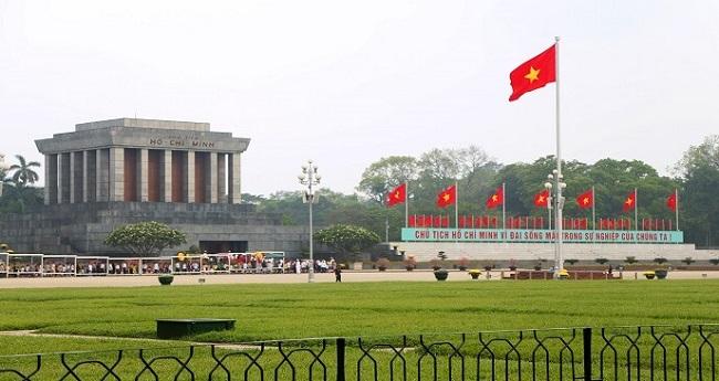 Lăng Bác là địa điểm bạn nên ghé thăm khi khám phá Hà Nội