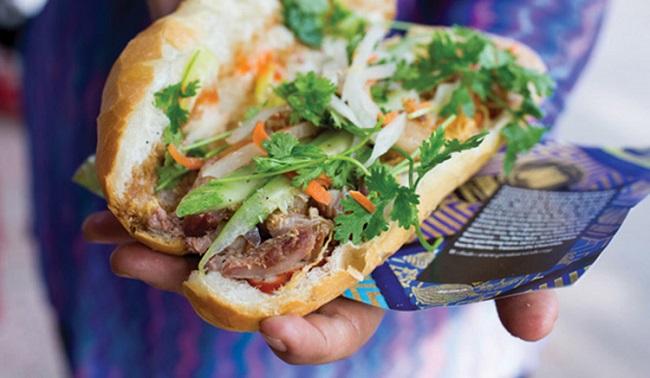 Nét riêng của bánh mì Sài Gòn là phầm topping đa dạng, được chế biến sáng tạo, khác biệt