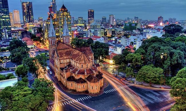 Sài Gòn là một trong hai trung tâm văn hóa, kinh tế, chính trị trọng điểm của cả nước, đồng thời là điểm du lịch thu hút hàng nghìn du khách cả trong và ngoài nước mỗi năm