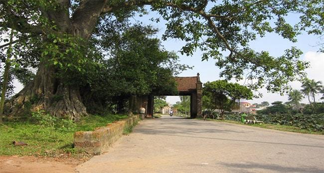 Cổng làng Đường Lâm vẫn giữ nguyên nét đẹp bình dị, cổ xưa