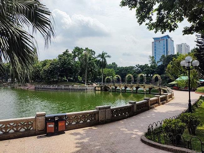 Công viên nằm cách trung tâm thành phố 5km nên di chuyển thuận tiện