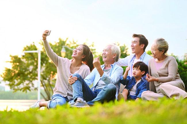 Mang theo các phương tiện điện tử để lưu lại khoảnh khắc ý nghĩa