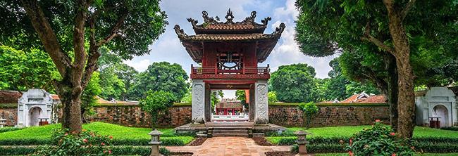 Không gian Văn Miếu là điểm du lịch văn hóa kết hợp tâm linh ý nghĩa