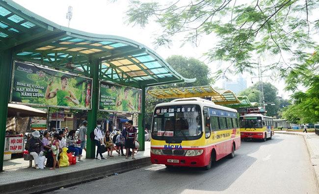 Xe bus di chuyển đa dạng tuyến đường giúp du khách khám phá tốt nhất