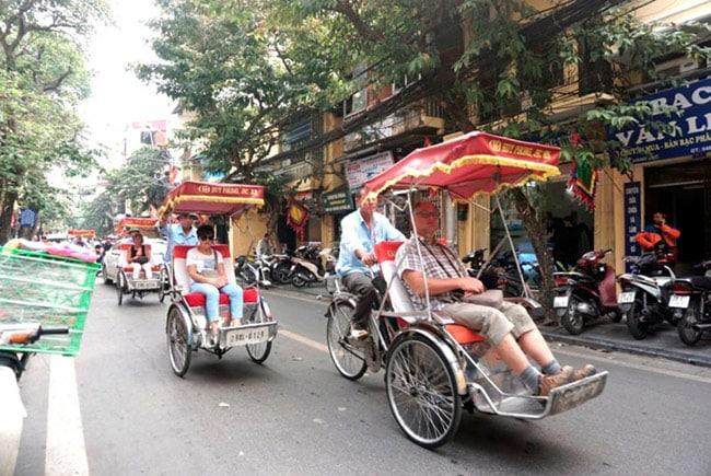 Khám phá phố phường Hà Nội bằng xích lô là trải nghiệm đáng nhớ