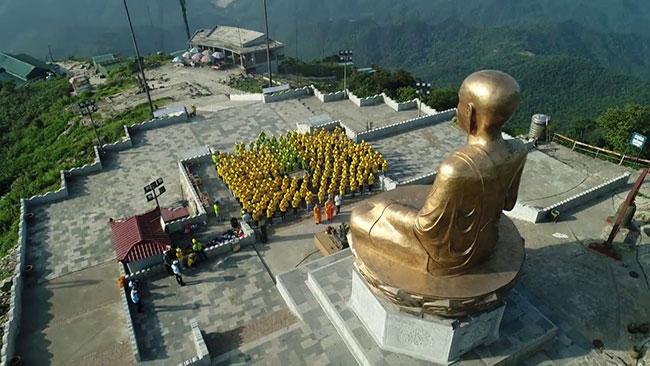 Tượng Phật Hoàng Trần Nhân Tông tại điểm du lịch Yên Tử