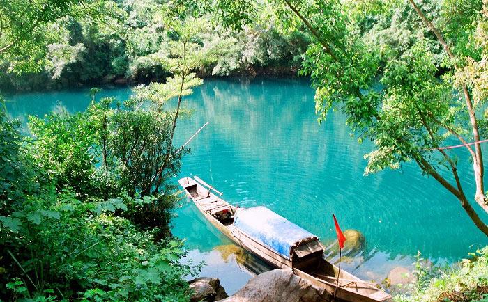 Suối nước Mooc là điểm đến hấp dẫn các khách du lịch Quảng Bình